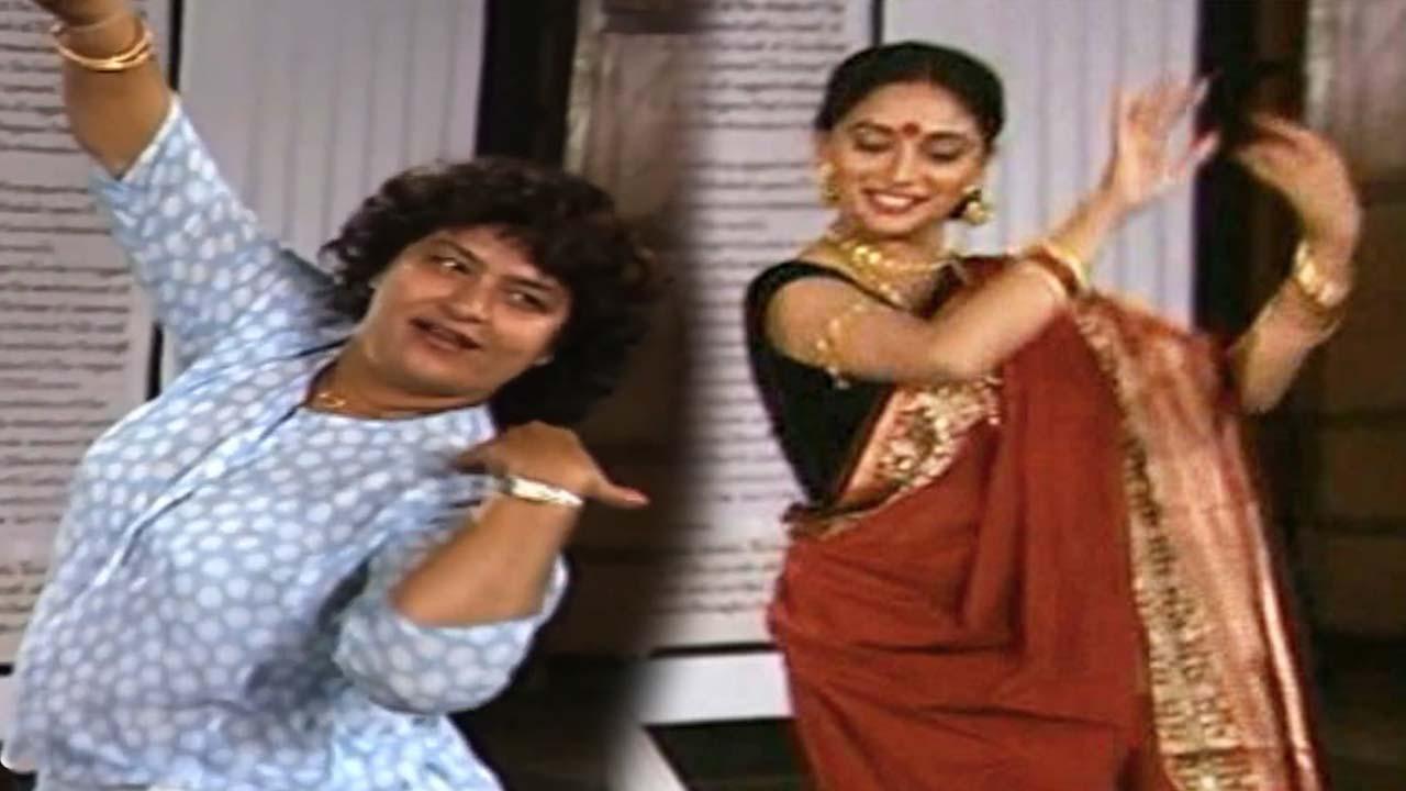 Madhuri Dixit And Saroj Khan Rehearsing On The Sets Of Sahibaan