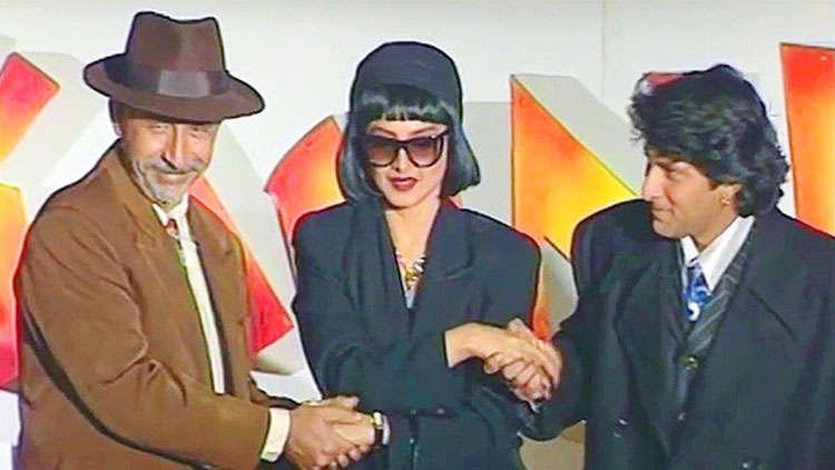 Rekha, Naseeruddin Shah And Arshad Warsi Having Fun During The Launch Of The Film Tumse Achcha Kaun Hai