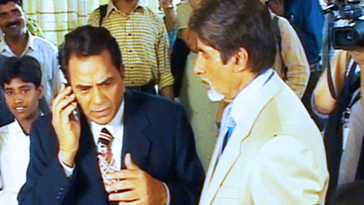 When Amitabh And Dharmendra Played The Phone Call Prank