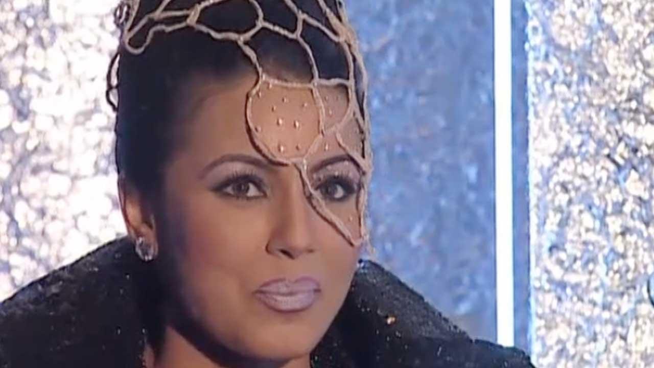 Mahima Chaudhry On The Sets Of 'Pyaar Koi Khel Nahin' (1999)