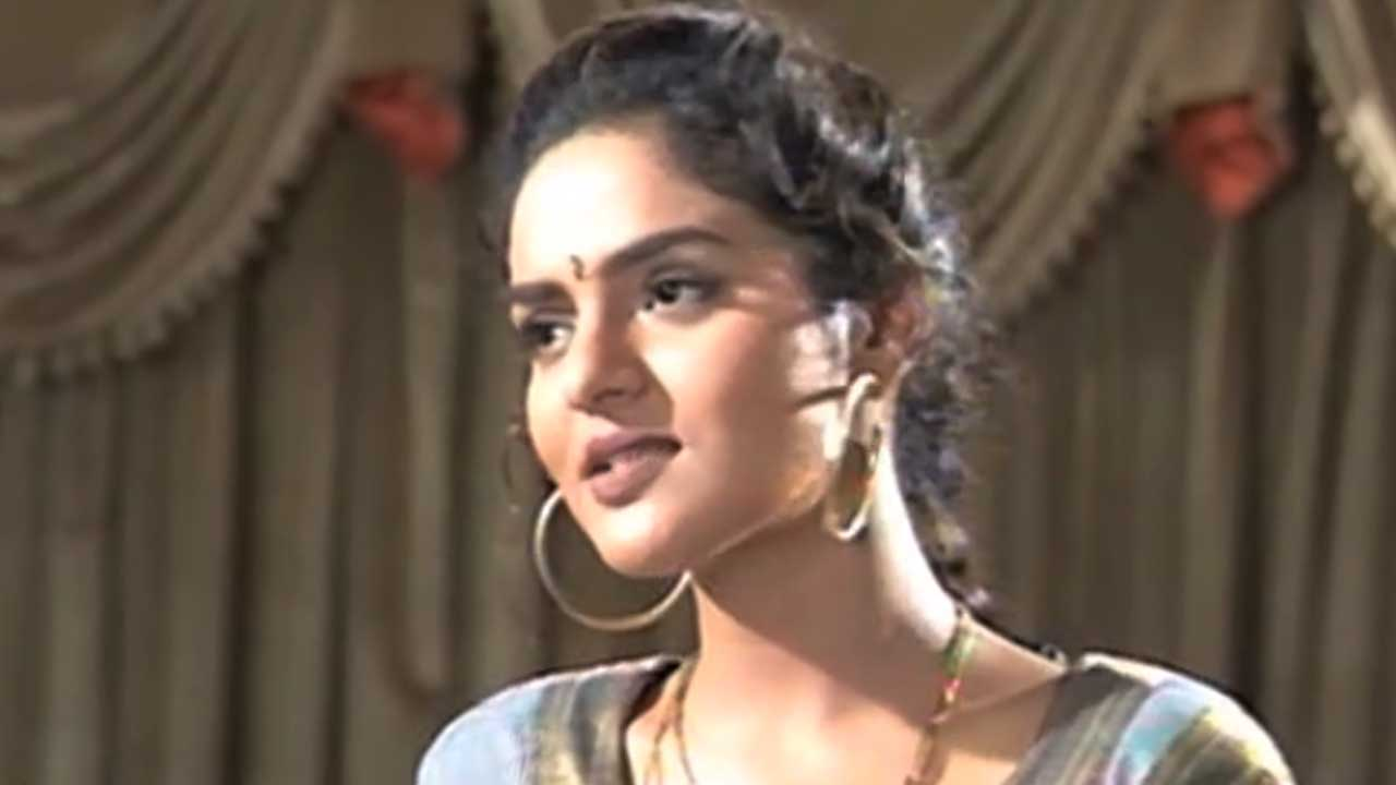 On The Sets Of 'Suryakant' Starring Madhoo, Pran