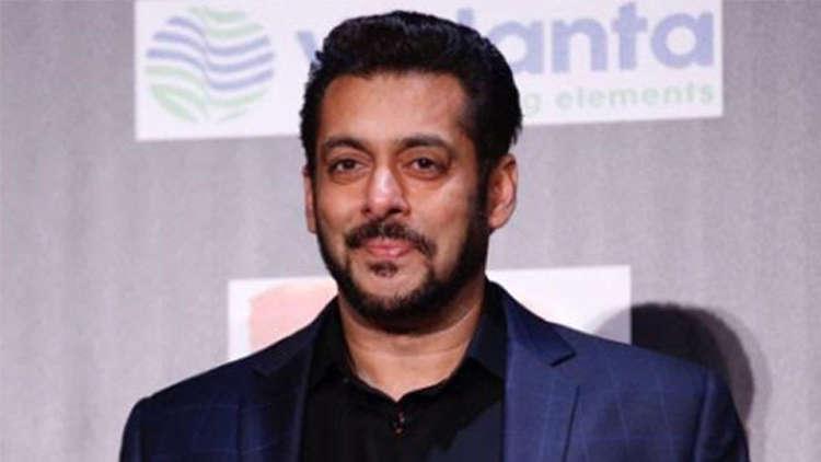 Salman Khan rides a cycle in the Mumbai rains to reach the sets of Dabangg 3