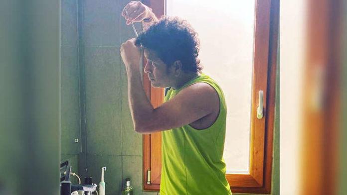 Sachin Tendulkar Flaunts His New Hairstyle; Check Out