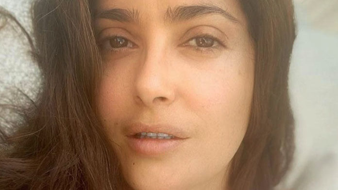 """Salma Hayek's Makeup-Free Face In Bed Made A Fan Call Her """"Immortal"""""""