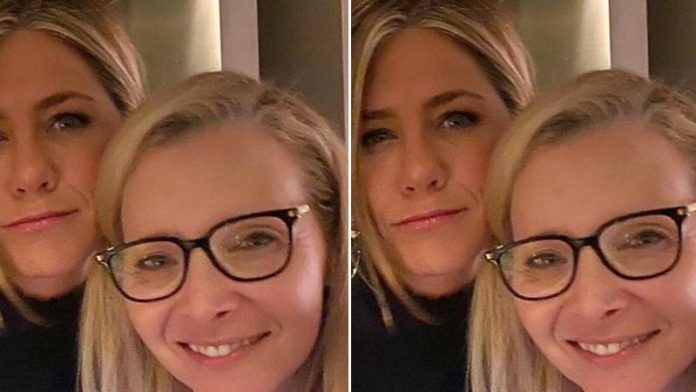 Here's A Hint By Jennifer Aniston And Lisa Kudrow On The 'Friends' Reunion
