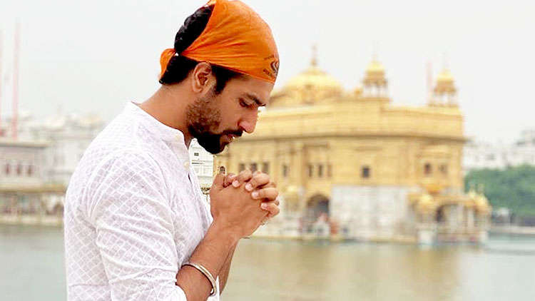 Vicky Kaushal visits Golden Temple before commencing the shoot of Sardar Udham Singh