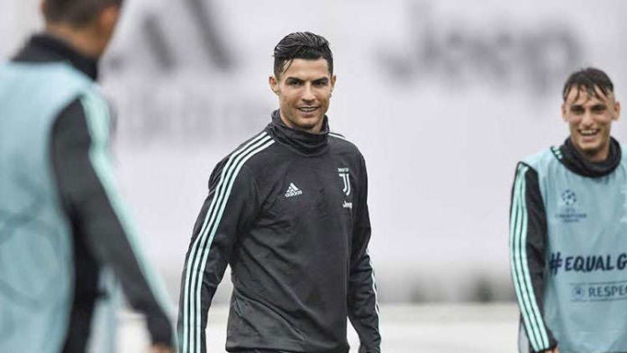 Cristiano Ronaldo gets angry at coach Maurizio Sarri after getting replaced by Paulo Dybala