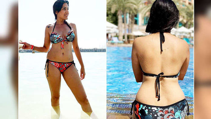 Kamya Panjabi flaunts her curvacious body while chilling out on a beach