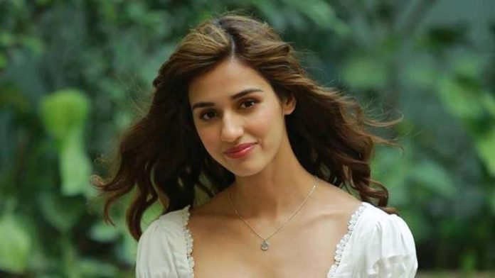 Actress Disha Patani sizzles in the latest photos!