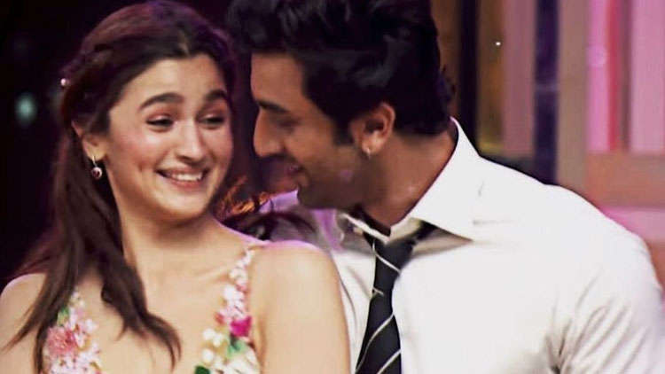 Ranbir Kapoor And Alia Bhatt Staying Away From Each Other's Set Being In The Same Studio?