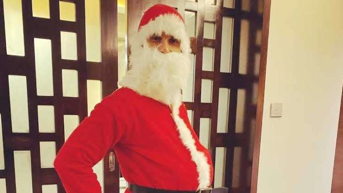 Shahid Kapoor's Santa Clause Avatar Is Adorable But Mira's Caption Steals The Show
