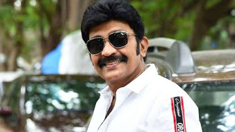 Telugu actor Rajasekhar gets into a major car crash!