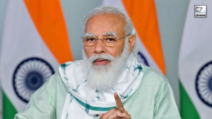 PM Modi talks to the vendors
