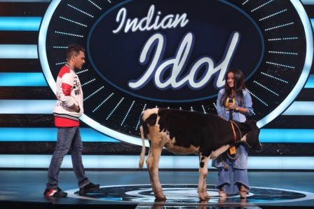 Aditya Narayan's Appearance With Lucky Cow On The Sets Of Indian Idol 2020