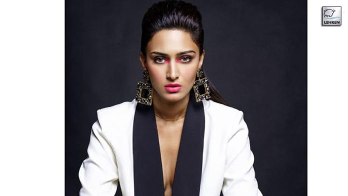 Erica Fernandes Character Sonakshi